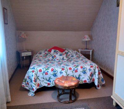 gite rural le jardin - petite chambre 1er étage avec lavabo